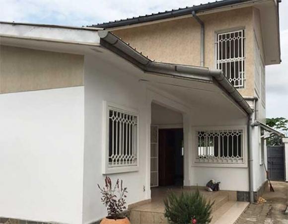 lgc immobilier congo jolie villa situ e mpita c t warf. Black Bedroom Furniture Sets. Home Design Ideas